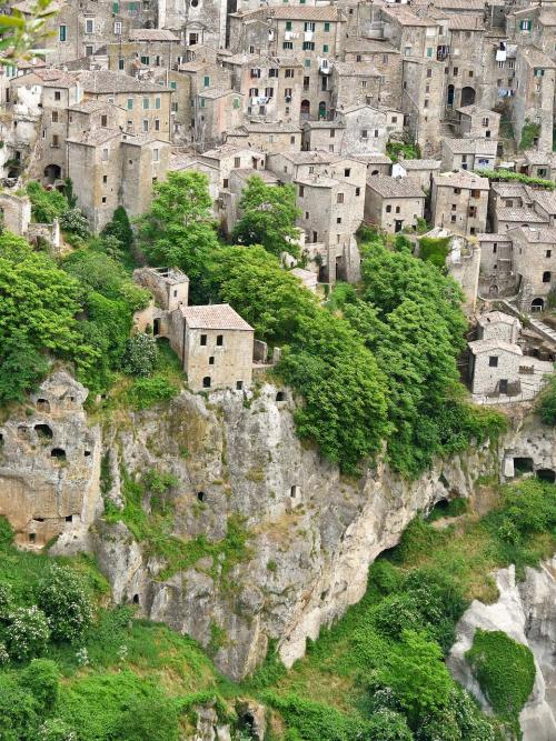 explore-the-earth:  San Quirco, Italy