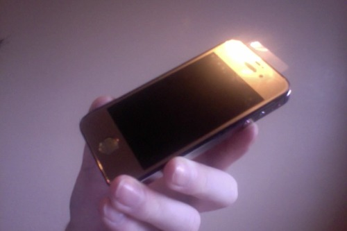 monalu:  hotboyproblems:   jamjars:   my gold iphone    i have a gold iphone aswell hehe    i have a nokia <3 ehhehe