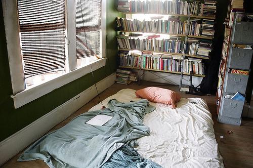 bedroom house books bookwarm bookshelf sleep bed indie hipster
