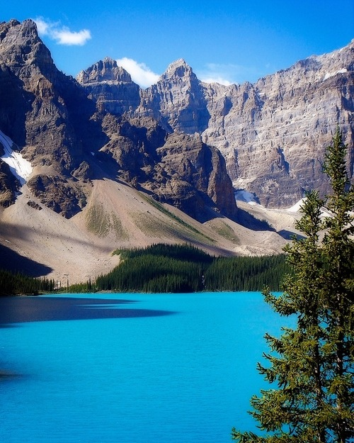 Moraine Lake, Alberta, Canada (© David Shenson)