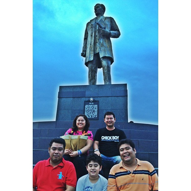Saan 'to? #theplatons #theplaza #halalan2013 #eleksyon2013 #siblings #canvassing #election  (at The Plaza (in front of Calamba City Hall))