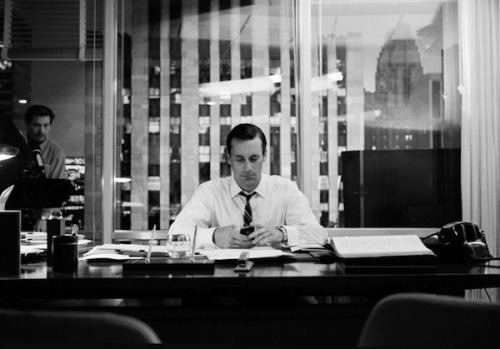 Behind-the-Scenes Photos of the tv-show Mad Men photographed by James Minchin.