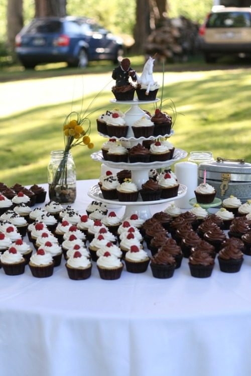 Vegan Wedding Cupcakes  http://www.laurenslatest.com/vegan-wedding-cupcakes/