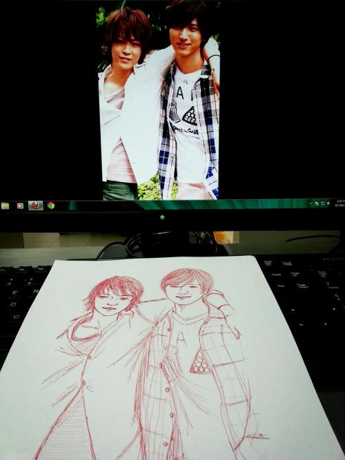 Kame and Junno. Wanna draw, when u realised u only have red ball pen at the moment, this is the result, a failure XD 'coz once you make a mistake, you can't erase and can only cover =_= huu~