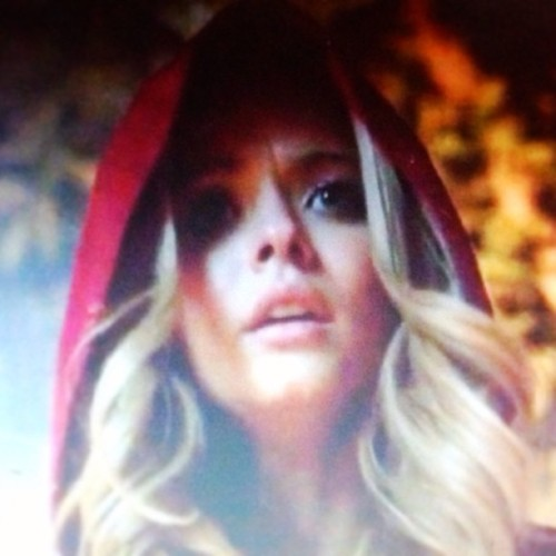 Alison is red coat?  (em Rosewood)