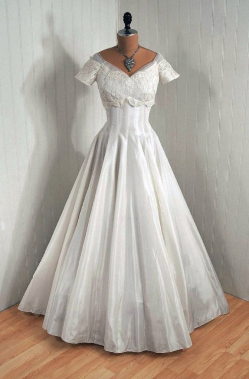 omgthatdress:  Wedding Dress 1950s Timeless Vixen Vintage