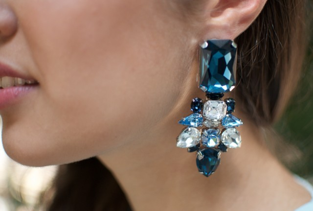 DIY JEWELED STATEMENT EARRINGS (image: apairandaspare)
