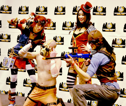 foxspocket:  Another shot taken from Wizard World Comic Con in St. Louis with our two best new friends, Gaige and the Psycho. Nothing brings people together like Borderlands and costumes. xoxo~