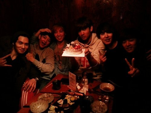 "fuckyeahtohoshinki:   @GaemGyu: Changmin Birthday. That Suju , MinDalf, SM Athlete, Beatburger, Collin, SaeGwang-gie ^^ Dark but happy day kk (""That SuJu"" is Kyuhyun's nickname a Radio Star episode!)  trans. NKSubs  obligatory Kyuline reblog."