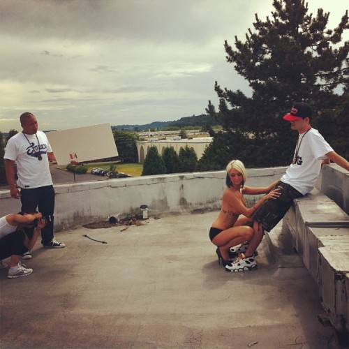 Roof top photoshoot. #tbt #throwbackthursday #emnace @smilez0ey @raysu_one @emnace_girls (www.emnace.com)