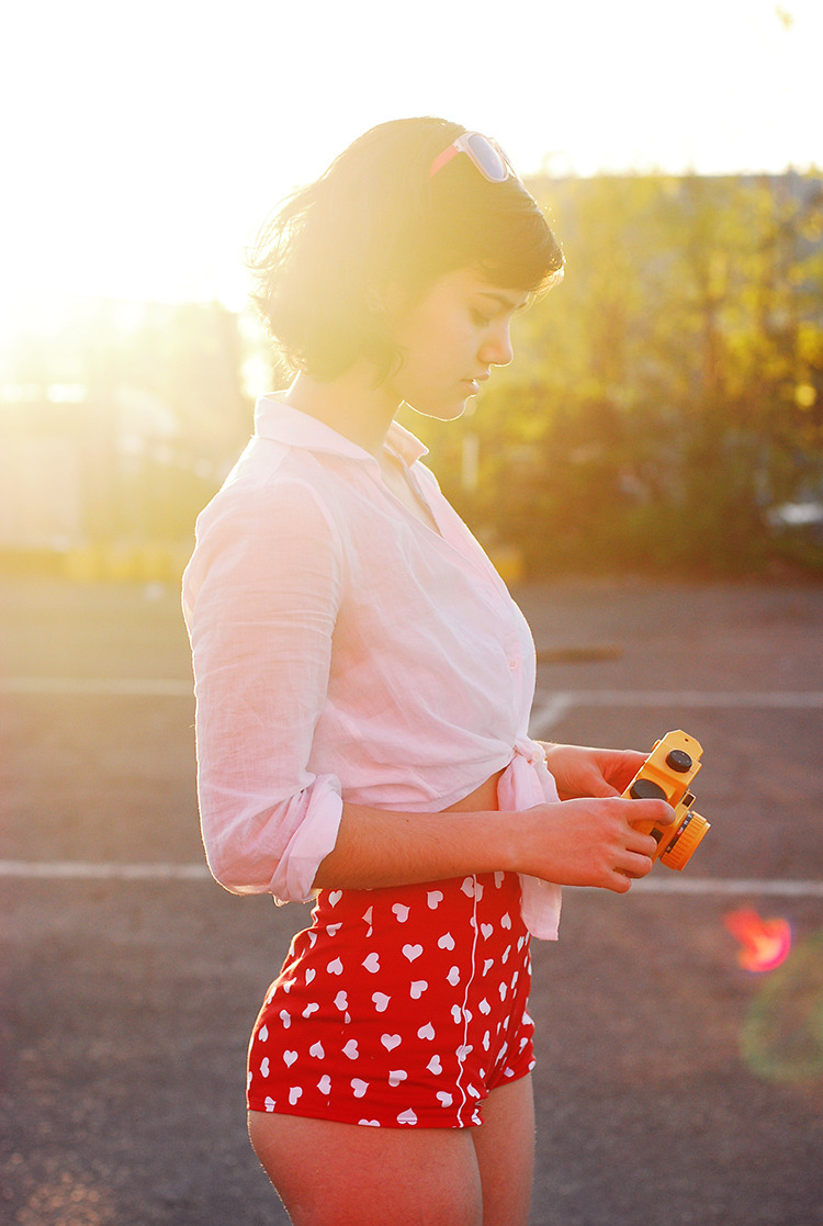 thenakedissueblog:  amamakphoto:  Toy cameras, bright colours & lots of sun = a good day for Amamak! (6.5.2013)  God I love summer. More AMAMAK on #THENAKEDISSUE | junnnktank.com/thenakedissue