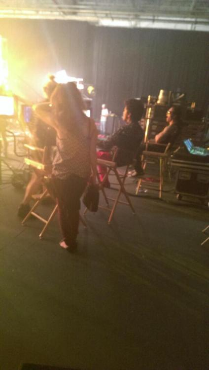 mf_Emilia:  Bruno Mars Chillin:) I took a pict while they were shooting there video:o