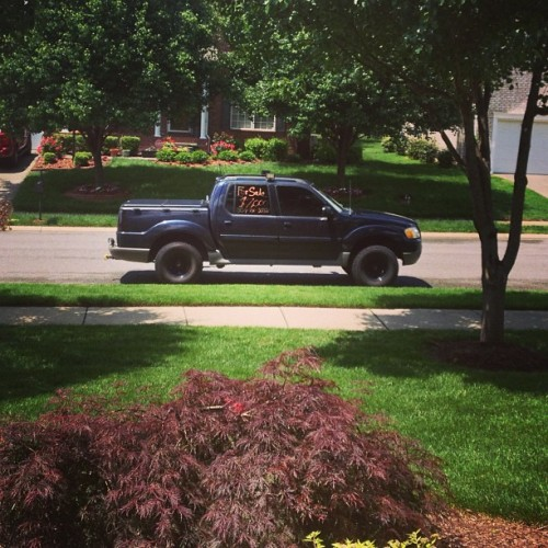 One of my favorite sights…my baby's truck in the front yard. Jonathon's here @reallyitsjp 💕☺ it's a good day 👌☀ #lovehim #myboyfriendisthebest #goodday #explorer #sporttrac #hendersonville #love