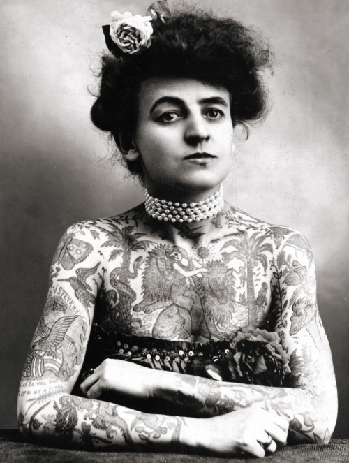 vintagegal:  Maud Wagner, the first known female tattooist in the U.S., 1911. In 1907, she traded a date with her husband-to-be for tattoo lessons.  (x)