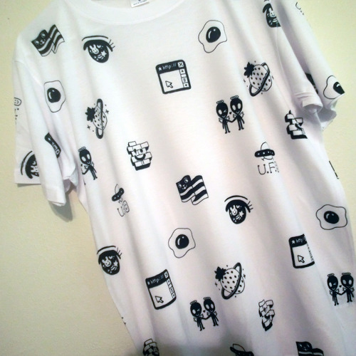 milkbbi:  B&W T-SHIRT from the NEW MILKBBI COLLECTION coming this month!! STAY TUNED <3  So cool!!