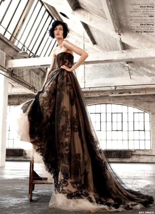 judith-orshalimian:  Kirsi Pyrhonen in Vera wang for Vogue Russia, December 2012 :)