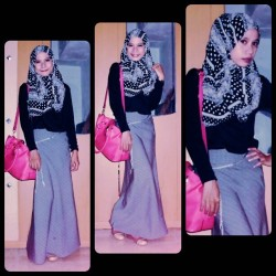 black and grey with the pinky bag :) #myoutfit #scarf from my besties #cemara #college #tonight