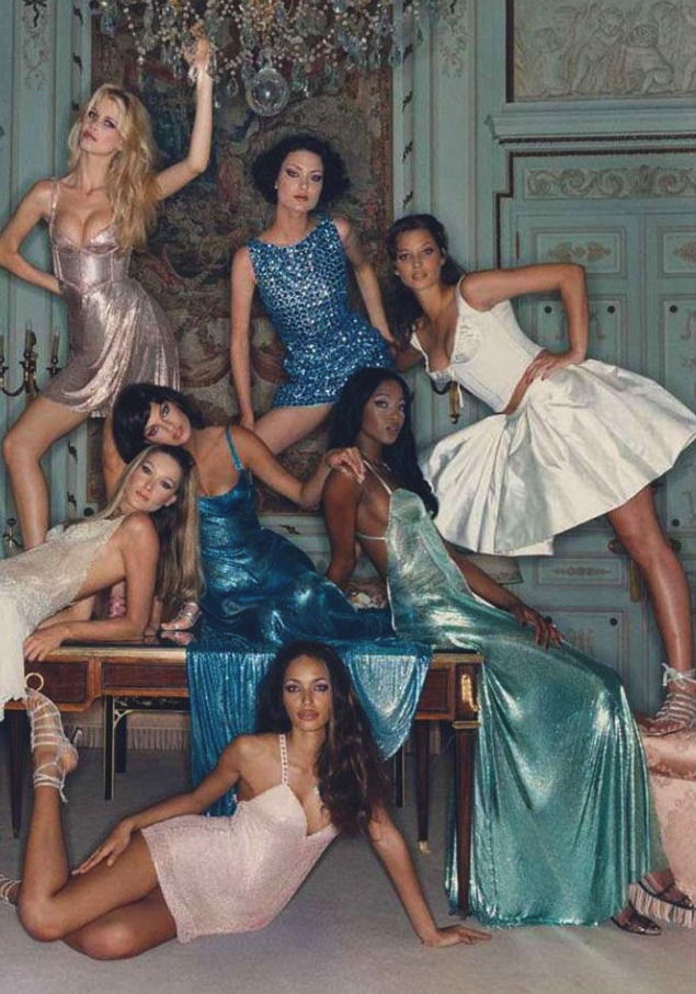 Naomi Campbell, Christy Turlington, Linda Evangelista, Brandi Quiñones, Carla Bruni, Claudia Schiffer, Shalom Harlow photographed by Michel Comte in Versace THIS IS ONE OF THE GREATEST FASHION PHOTOS TAKEN IN THE LAST 50 YEARS