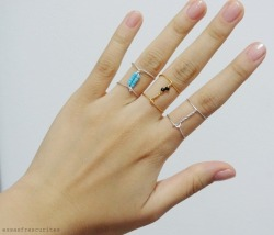 truebluemeandyou:  DIY Wire Wrapped Bead Ring Tutorial from Essas Fescurites here. I used Chrome to translate Portuguese to English.For pages more of cheap and easy wire wrapped jewelry go here: truebluemeandyou.tumblr.com/tagged/wire