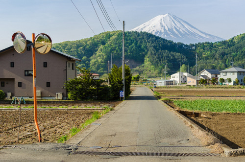 nihon-daisuki:  Fujisan Country Road by lestaylorphoto on Flickr.