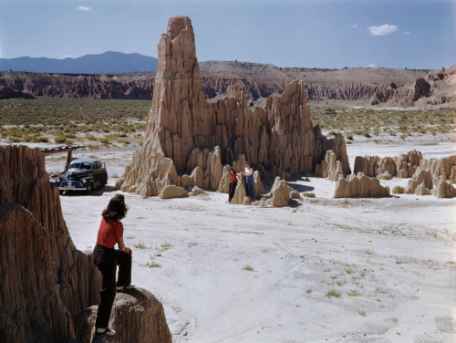 natgeofound:  Tourists explore eroded clay rock formations in Nevada, 1946.Photograph by W. Robert Moore, National Geographic