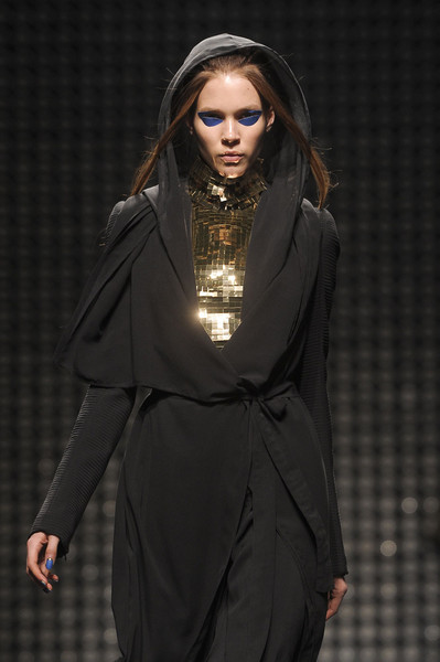 Shadowbinder from Asshai Gareth Pugh fall 2011