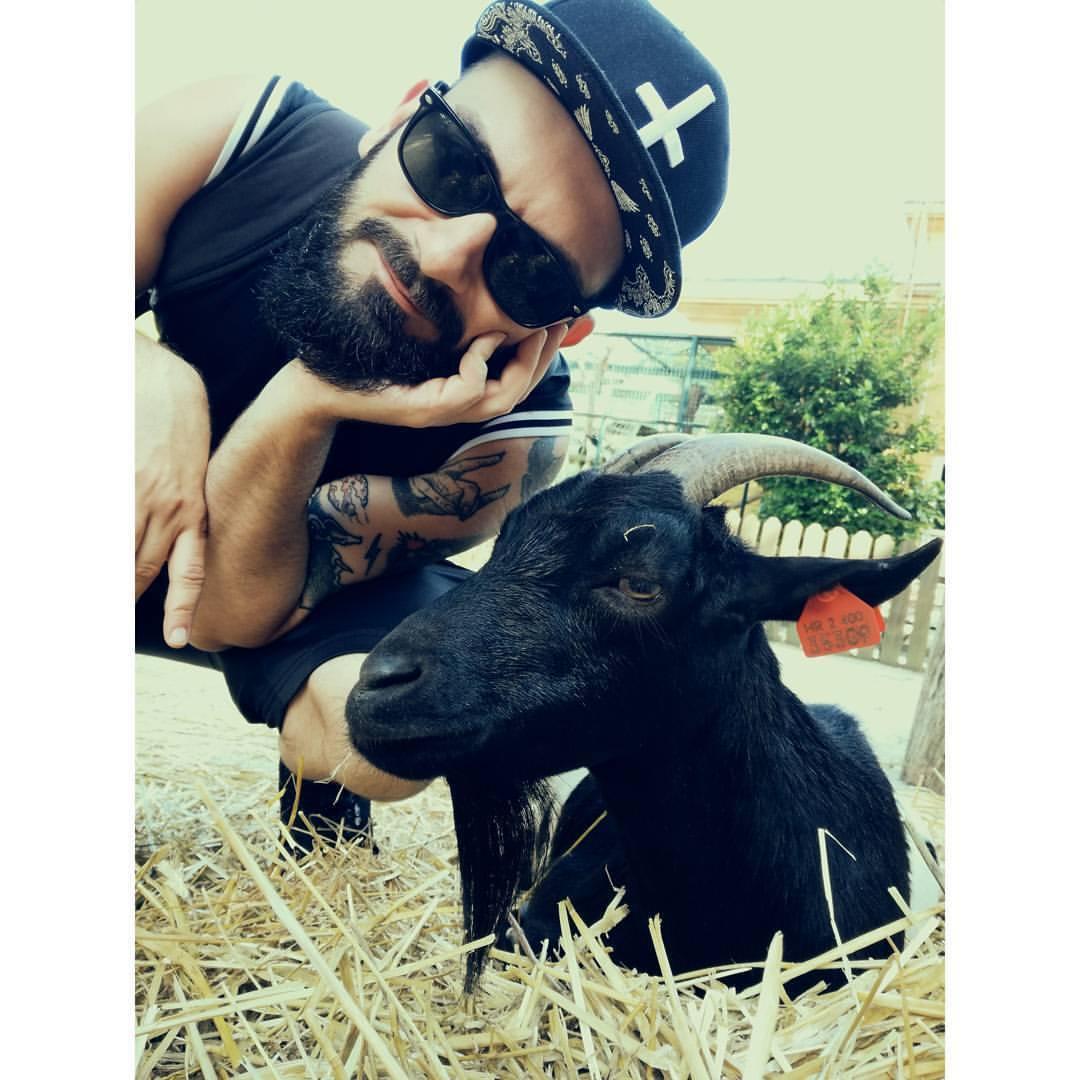 Čekam taj sir. #goat #pettingzoo (at Maksimir, Grad Zagreb, Croatia)