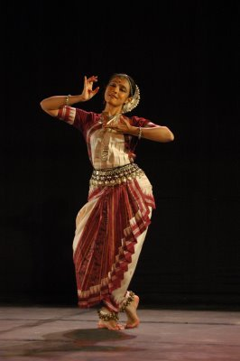Odissi Dancer: Parwati DuttaDisciple of Pt. Birju Maharaj for kathak and Madhavi Mudgal for odissi; Director of Mahatma Gandhi Mission Sangeet Academy (Aurangabad);  Photographer: unknown