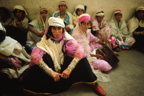 MOROCCO. Oujda. Berber women. 1972. © Bruno Barbey/Magnum Photos