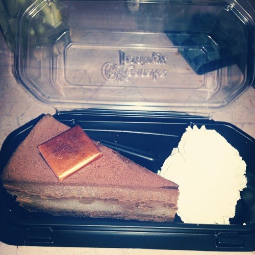 Godiva flour less cheesecake. #godiva #cheesecakefactory #cheesecake #flourless #chocolate #food #foodie #foodporn #dessert  (at Cheesecake Factory)