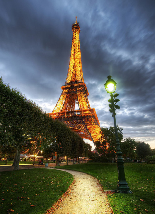 brylavigne:  Where to go in April / Paris on We Heart It - http://weheartit.com/entry/56965652/via/jun_brian0114
