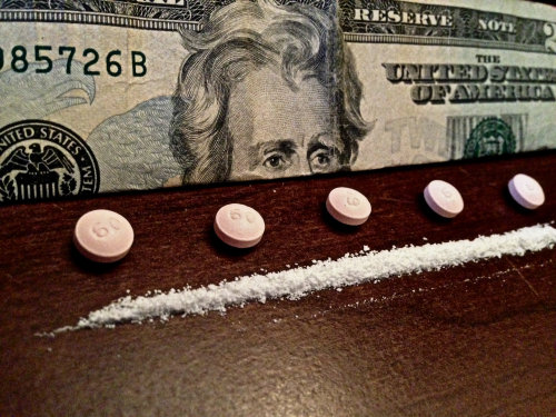 cannibalancing:  five 60mg morphine and one 60mg line of morphine ~follow cannibalancing~ i post pics of opiates, cocaine, blunts, etc regularly