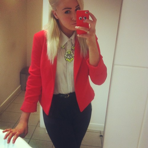 playing sensible dressers for the day #ootd #wiwt #red #blonde