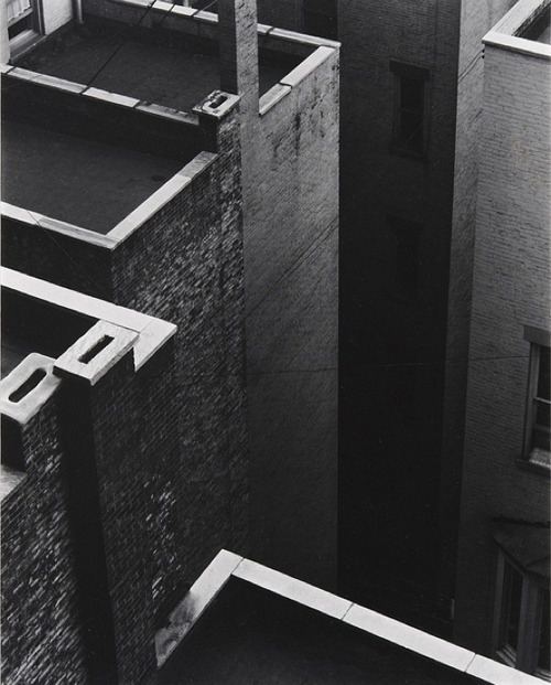 senghorreid:  Paul Strand, The Court, New York, 1924