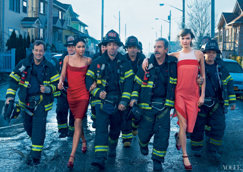 perzadook:  digg:  Vogue's Hurricane Sandy-themed photo shoot is…something.  huh  PLEASE TELL ME YOU'RE JOKING.