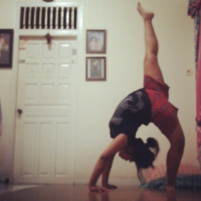 #fat #girl #strech #streching #split #backbend #scorpion #scorp #scorpian #contortion #gymnastics #yoga #cheerleading #fitness #Indonesia