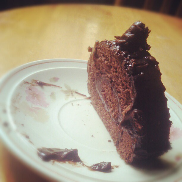 Full Choco. #instafood #foodpic #igdaily #igaddick #cake #chocolate #tripleChoco #philippines #photooftheday #bestphoto #green