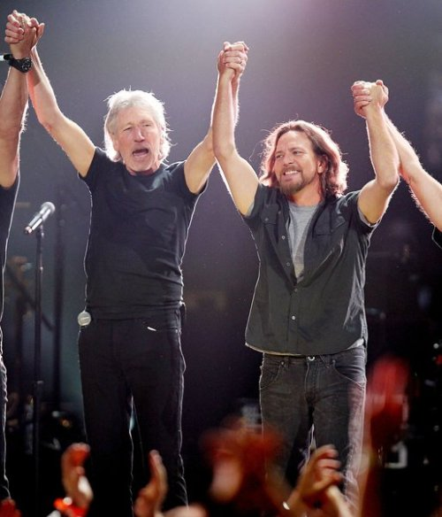 loveyoutilltuesday:  Roger Waters and Eddie Vedder at the 12-12-12 concert