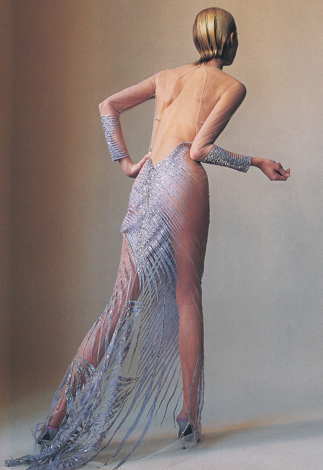 thedoppelganger:     How to Wear CoutureMagazine: Vogue US April 2000Photographer: Irving PennModel: Maggie Rizer