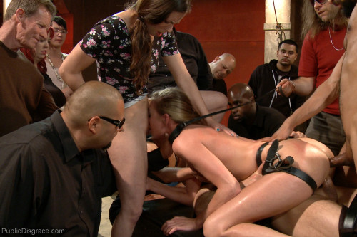 xxxroxyrox:New on @kinkdotcomHer cunt just can't get enough. Sexy blonde on display in public. http://www.kinkondemand.com/kod/shoot/35539-Hot-and-horny-blonde-up-to-a-few-tricks.html