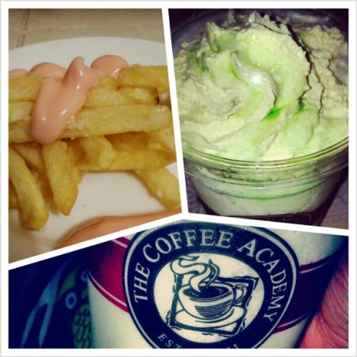 Midnight Snacks <3  #CoffeeAcademy#Fries #KiwiCream #Food #Frappe #Coffee (at Mt. View Balibago Angelese)