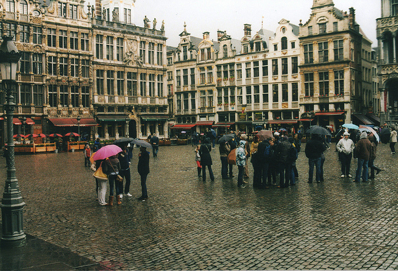 | ♕ |  Rainy square in Brussels  | by © Fabrizio Mingarelli