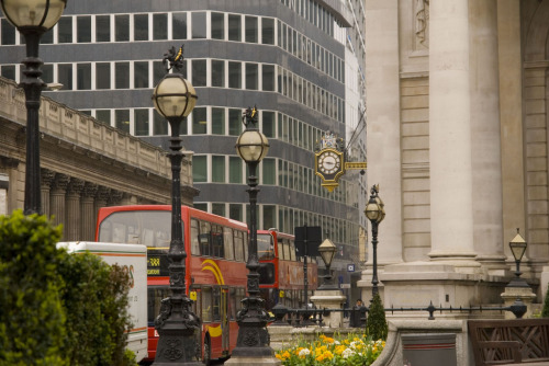 lndnwlkr:  Threadneedle Street, City of London (by Synwell)