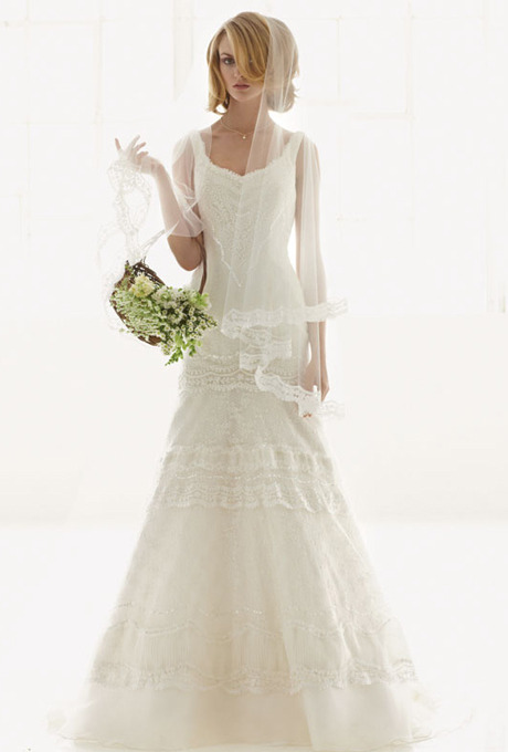(via http://www.brides.com/wedding-dresses-style/melissa-sweet-for-davids-bridal-MS251002-2000000002004806#)