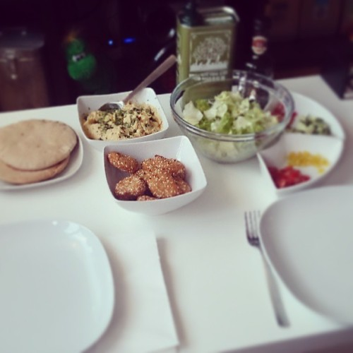 Dinner with homemade #hummus. #Sesamnuggets, #pita, #Oliviers&Co