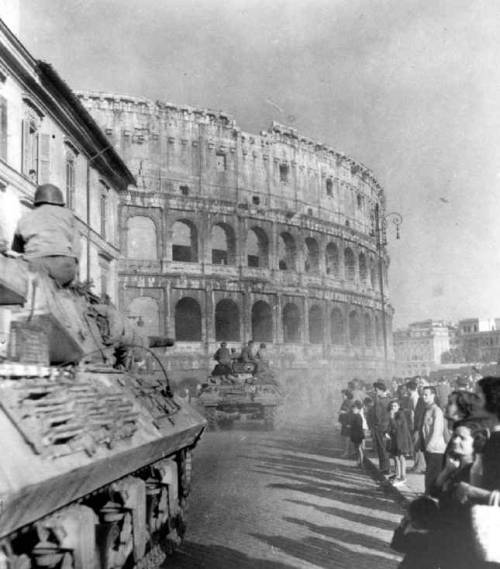 yeaverily:  US tanks and GIs enter Rome, June 5, 1944