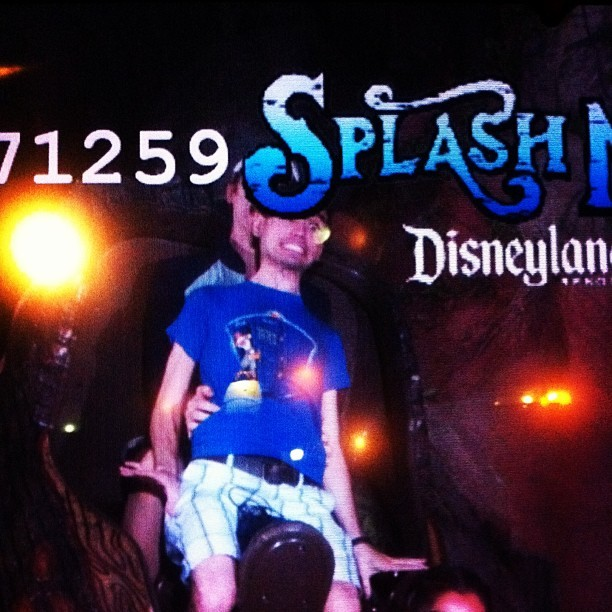 Thank you Nolan for almost making me fall off Splash Mountain. Jerk. -_- #splashmountain #ride #disney #disneyland #disneyca #disneycalifornia #winniethepooh #shirt #guys #boys #crittercountry #logride #crazy #headalmostchoppedoff #rise #aaah
