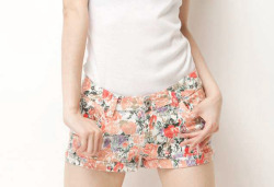 fashion-n-beauty:  Floral Print Low Rise Denim Hot Pants with Rolled Cuffs