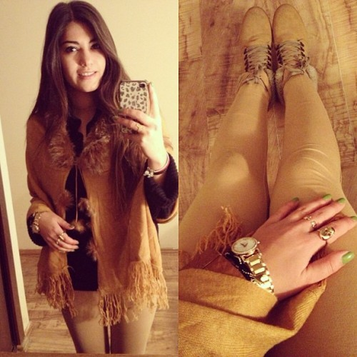Mustard. #me #personal #fashion #instastyle #color #mustard #girl #style #hair #iphone #instamood #leggings #jewerly