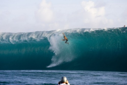 thewavesbeckon:  Wipe out at Teahupoo
